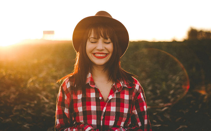 Causas que originan la sonrisa gingival